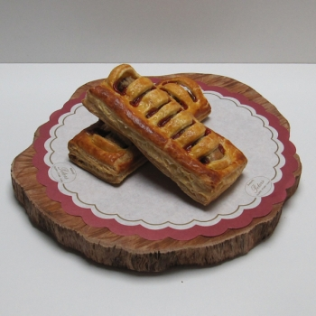 Frikandelbroodje - Ambachtelijke Bakkerij Peters - Leens
